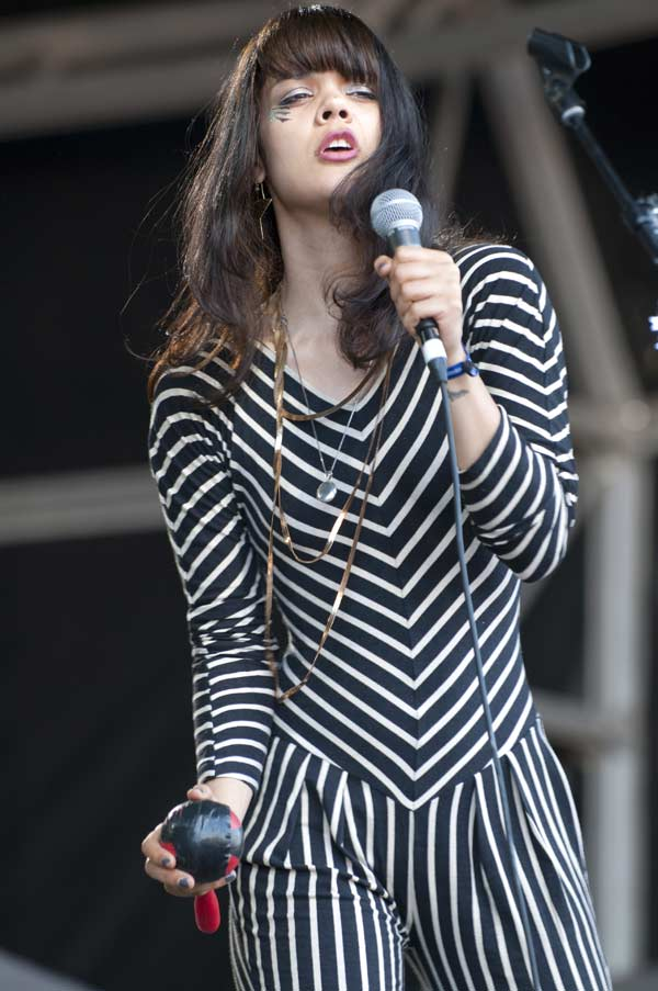 Bat_for_Lashes_foto-3