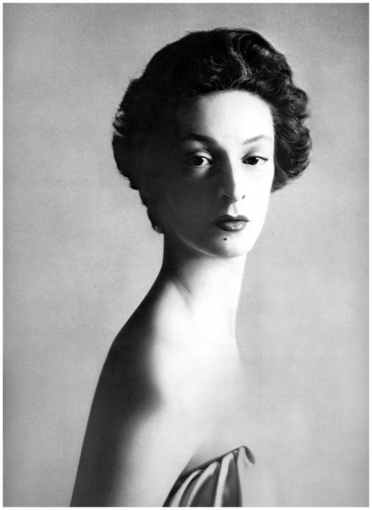 marella-agnelli-1953-photo-richard-avedon