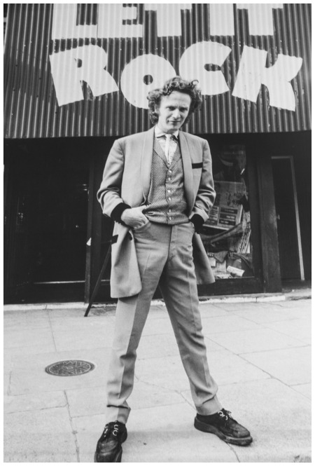 malcolm-mclaren-outside-let-it-rock-1971-mirrorpix