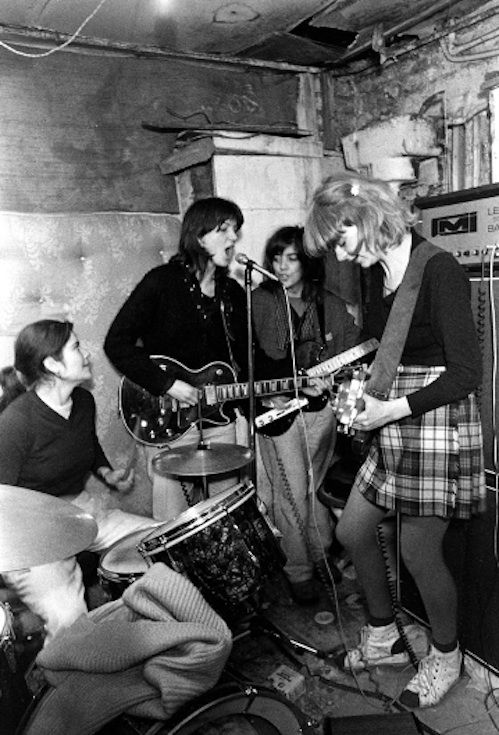 "O grupo punk feminino ""The Raincoats"""