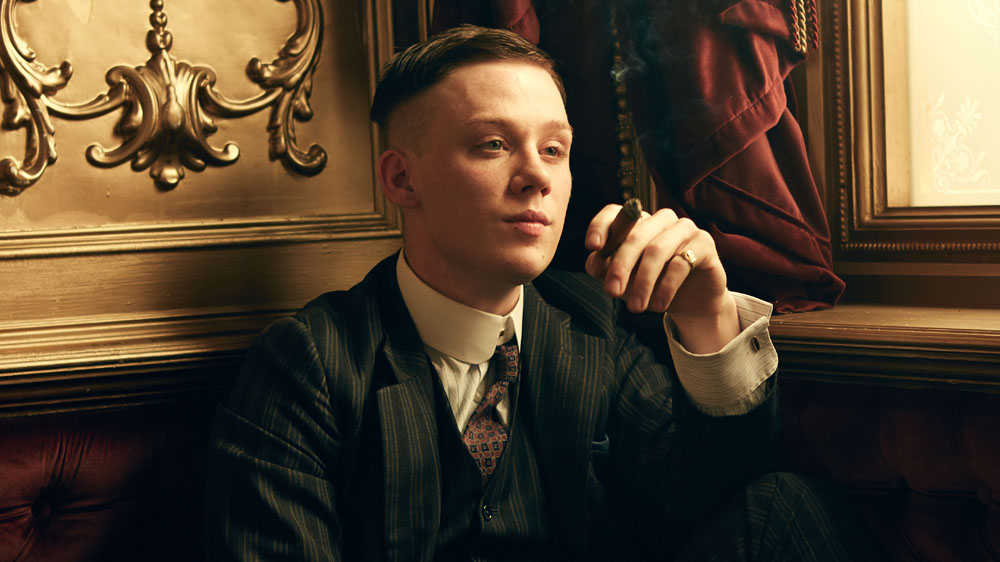 Joe Cole como John Shelby